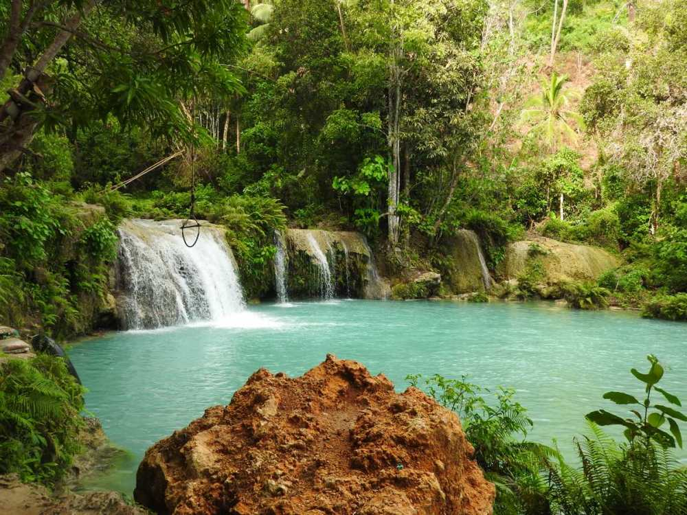 must-visit-places-siquijor-island-cambuhagay-falls